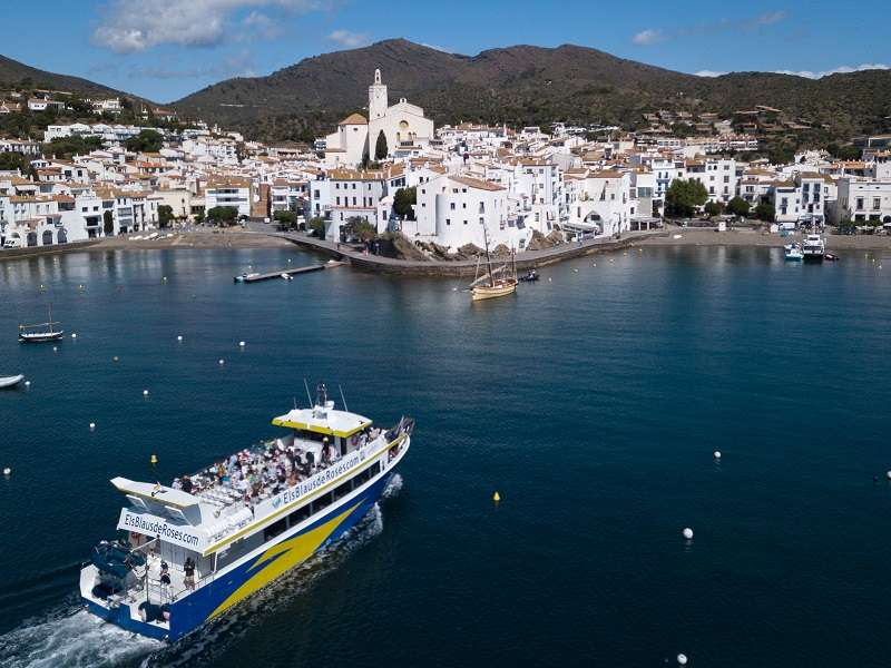 Tour amb vaixell a Cadaqués<br /><strong>Sortida a les 10.00h <strong class='extra_info_articulo'>- desde 18.00 €  </strong></strong>