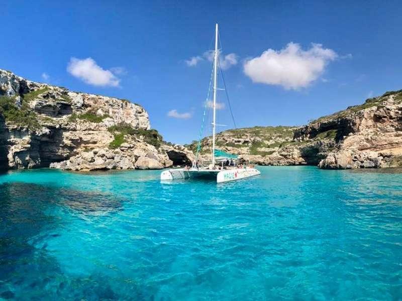 Photo of [subject] Roses - Port de la Selva by catamaran